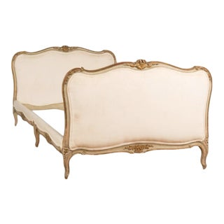 1940s French Louis XV Style Painted and Carved Daybed For Sale