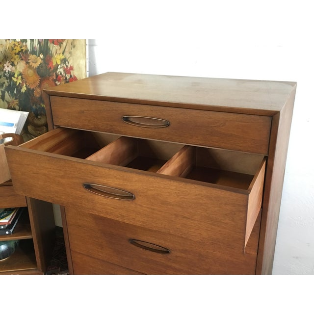 Henredon 1960s Mid-Century Walnut Highboy For Sale In New York - Image 6 of 7