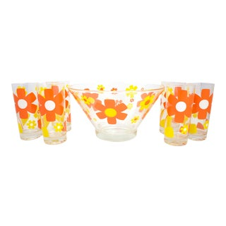 Mid Mod Daisy Glassware - a Set of 7 For Sale