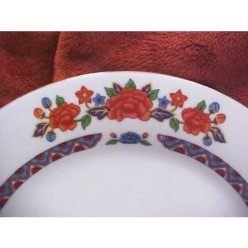 Crown Ming Old Imari Pattern China (3 Piece Settings) For Sale - Image 6 of 8