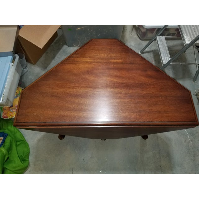 1980s Queen Anne Henkel Harris Drop Side Mahogany Corner Table For Sale In Atlanta - Image 6 of 9