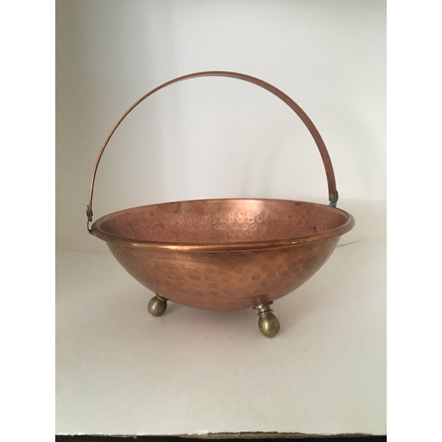Arts and Crafts Hammered Copper Bowl With Handle and Brass Feet For Sale In Washington DC - Image 6 of 7