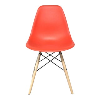 "Modern Herman Miller ""Eames"" Molded Plastic Side Chair For Sale"
