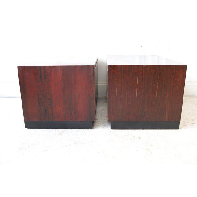 Red Pair of Vintage Mid Century Modern Nightstands by Dillingham For Sale - Image 8 of 10