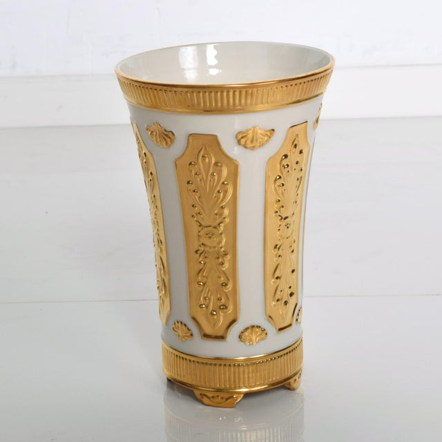 Metal Mid Century Modern Lenox Designer's Collection Versailles Gold Vase For Sale - Image 7 of 7