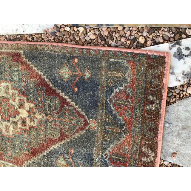 """1950s Hand Made Vintage Turkish Rug - 1'5"""" X 3' For Sale - Image 5 of 9"""