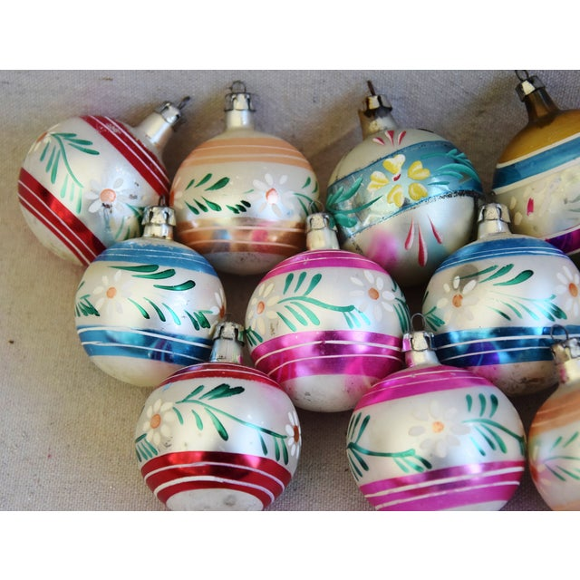 Mid 20th Century Midcentury Vintage Colorful Christmas Tree Ornaments W/Box - Set of 12 For Sale - Image 5 of 9