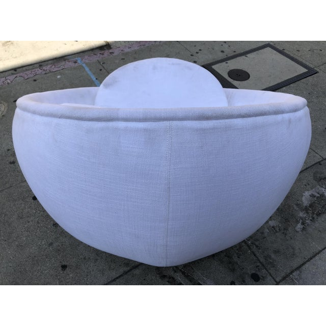 "Mid-Century Modern Stunning ""Egg"" Swivel Chair by Milo Baughman for Thayer Coggin For Sale - Image 3 of 11"