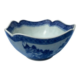 Late 19th Century Chinese Export Porcelain Bowl For Sale