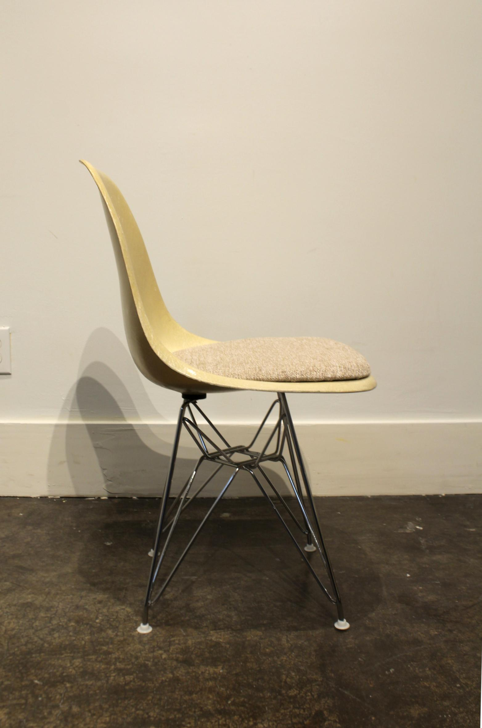 1960s Set Of 12 Vintage Eames For Herman Miller Fiberglass Side Chairs  Eiffel Tower Bases For