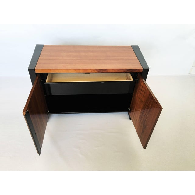 Wood Henredon Koa Wood and Black Lacquer Nightstands or Side Tables - A Pair For Sale - Image 7 of 9