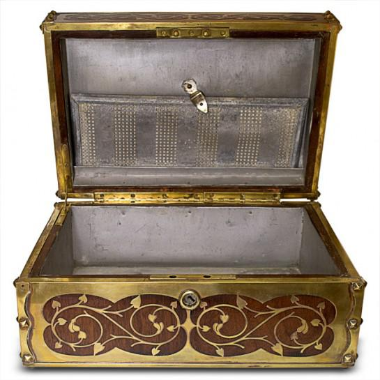 19th Century Antique English Arts and Crafts Style Mahogany Cigar Humidor With Brass Inlaiy For Sale - Image 4 of 11