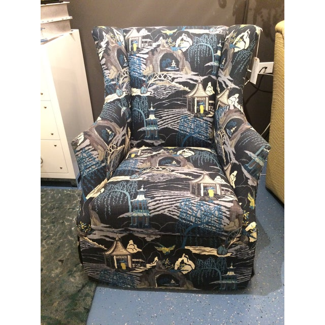 A super comfortable swivel glider from CR Laine Furniture. Outfitted in a great blue & white chinoiserie pattern, this...