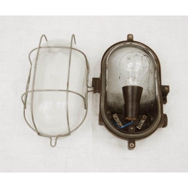 Industrial bakelite wall lamp, 1948 For Sale - Image 4 of 6