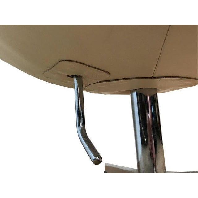 Arne Jacobson Style White Leather Egg Chair - Image 5 of 7