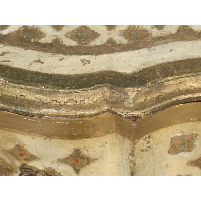 Vintage Italian Commode in Original Paint Gilding For Sale - Image 12 of 13