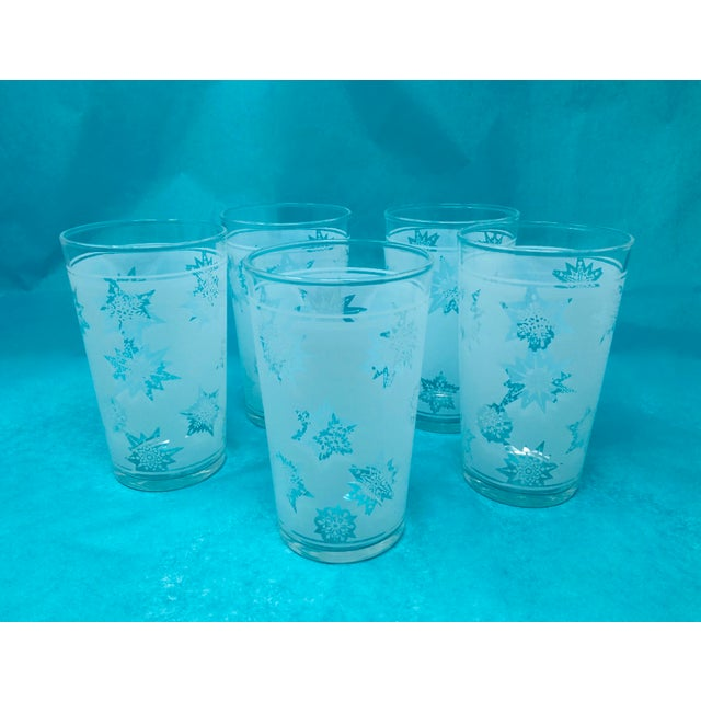 White 1960s Vintage Snowflake Pitcher & Glasses- Set of 5 For Sale - Image 8 of 10