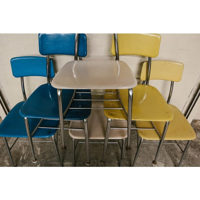 https://chairish-prod.freetls.fastly.net/image/product/sized/ed54e604-2246-4293-9fe1-59b04a6f6099/heywood-wakefield-vintage-school-chairs-set-of-6-3915?aspect=fit&width=640&height=640