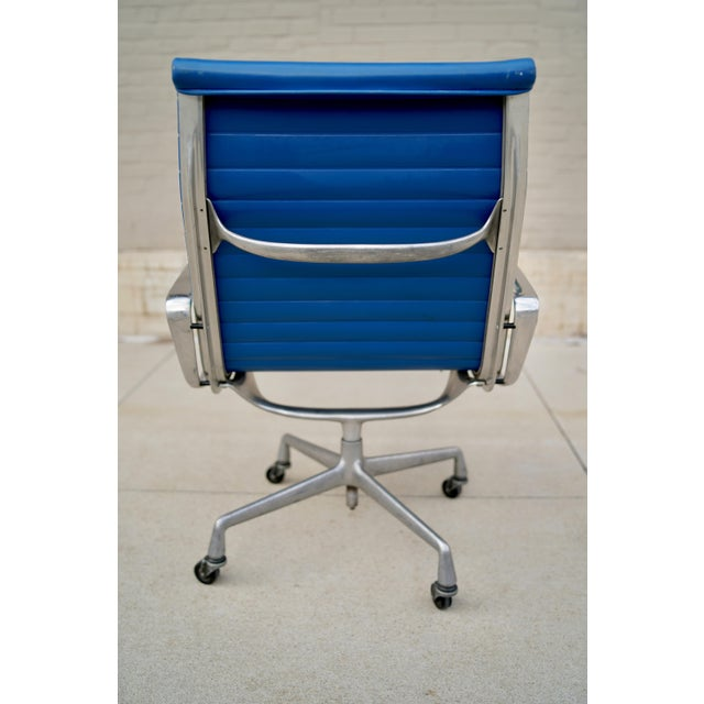 Herman Miller in the heartland of Iowa. Perfect for the study room or office.