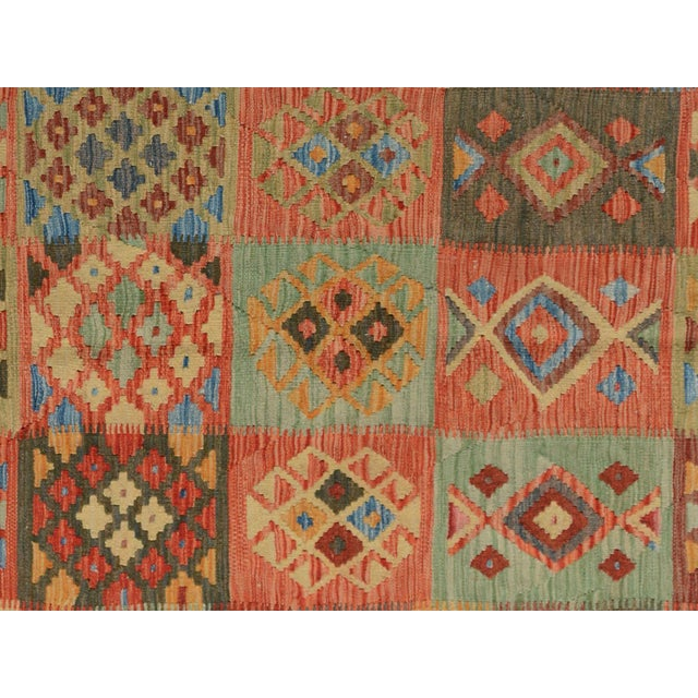 "Kilim Arya Edison Red/Green Wool Rug - 5'7"" X 7'10"" For Sale - Image 4 of 6"