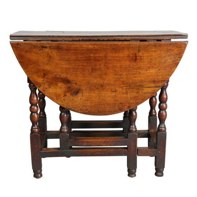 William and Mary Fruitwood Gateleg Table For Sale In Boston - Image 6 of 8
