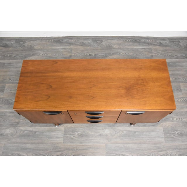 1950s Petite Walnut Credenza by Jens Risom For Sale - Image 5 of 12