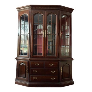 Thomasville Furniture Collector's Cherry Collection Breakfront Lighted Display China Cabinet For Sale