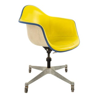 Eames for Herman Miller Dat Mid Century Fiberglass Shell Desk Office Chair on Casters For Sale