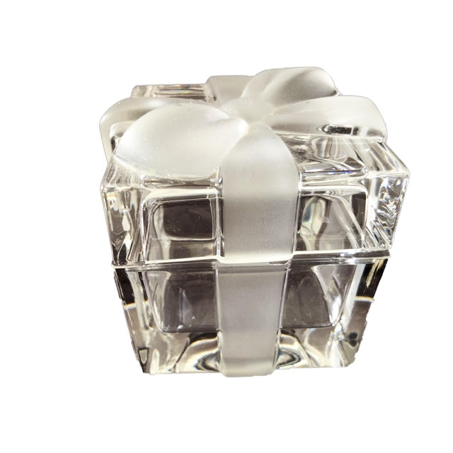 """1980s 3 3/4"""" Tiffany & Co. Ribbon & Bow Crystal Trinket Box For Sale - Image 5 of 9"""