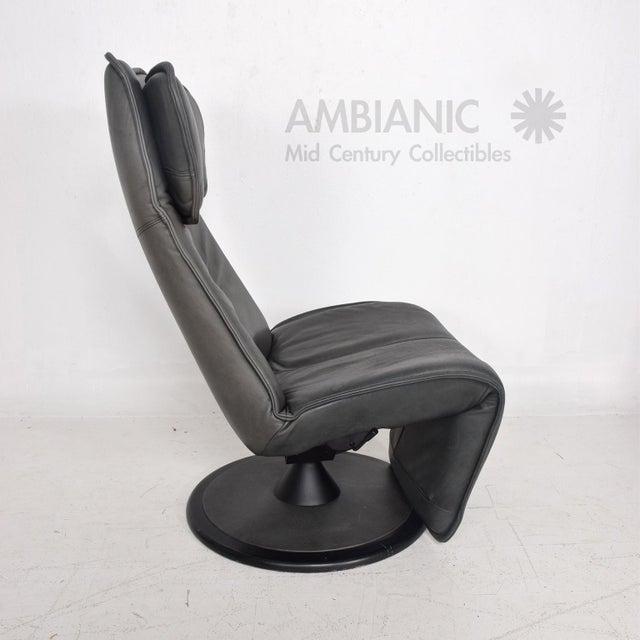 Pair of Contura Zero Gravity Recliner Chair by Modi, Hjellegjerde For Sale - Image 9 of 10