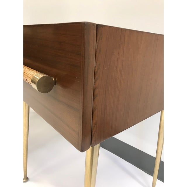 1950s T.H. Robsjohn-Gibbings Walnut and Brass Nightstands - a Pair For Sale - Image 5 of 12