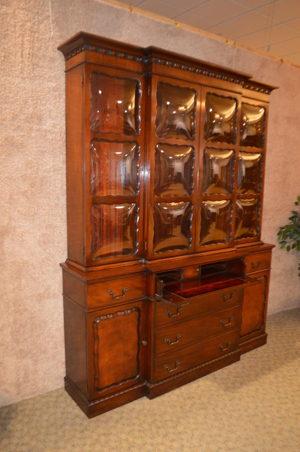 Exceptionnel Vintage Two Piece China Cabinet With Bubble Glass Doors. This Cabinet Is  Mahogany And Has