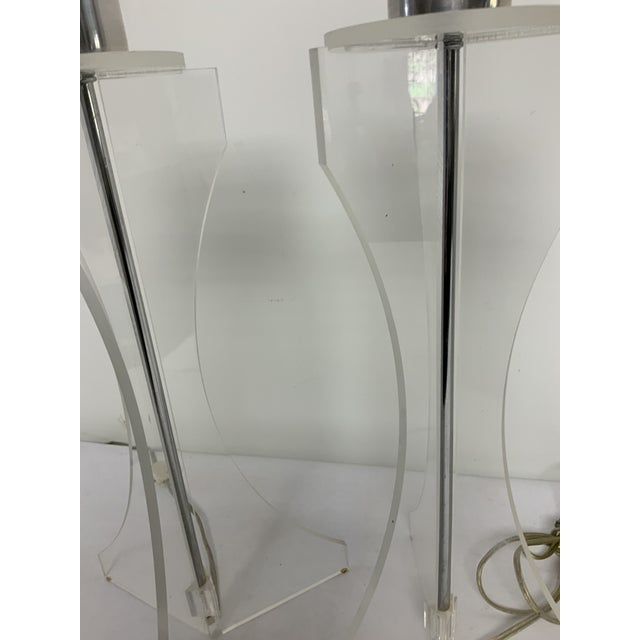 Mid-Century Modern Pair of Mid Century Lucite and Chrome Table Lamps For Sale - Image 3 of 8
