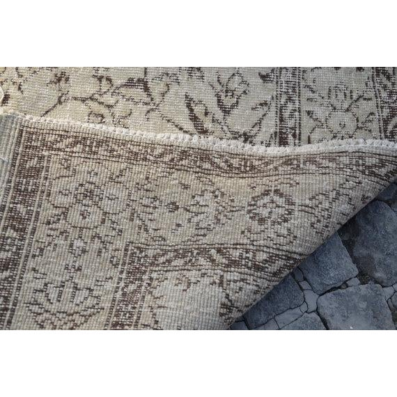 Vintage Handwoven Turkish Beige Oushak Floor Rug - 5′8″ × 8′6″ - Image 6 of 6