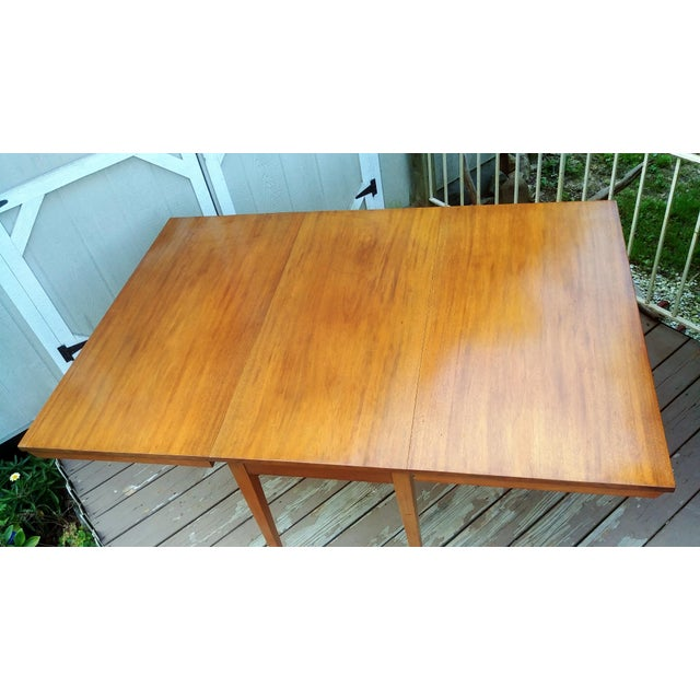 Wood Vintage Mid-Century Modern Solid Pecan Shaker Style Drop Leaf Dining Table For Sale - Image 7 of 13