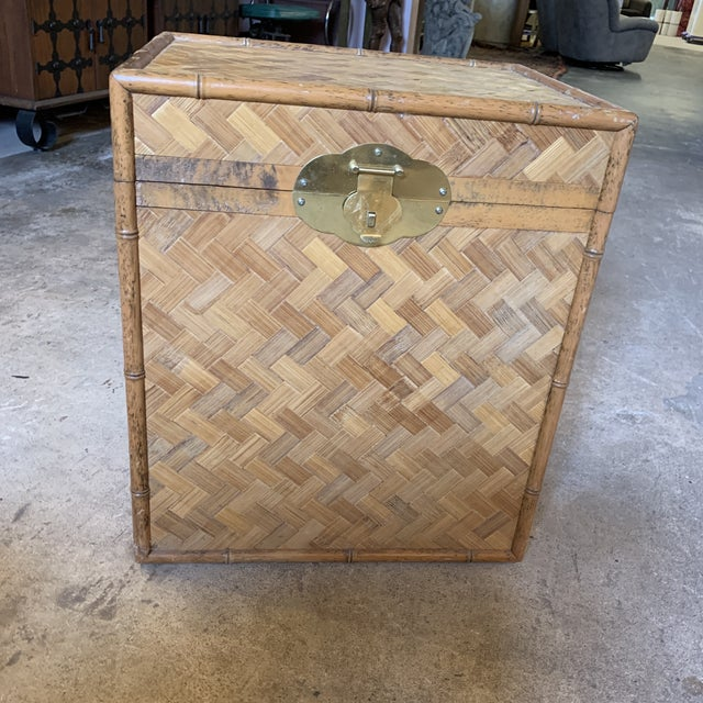 Great little herringbone pattern rattan chest that could be used as a table. Has a burnt bamboo effect around it. Top...