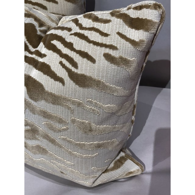 Who doesn't need some animal print in their lives ! This beautiful pair of crème & gold cut velvet tiger pattern will add...