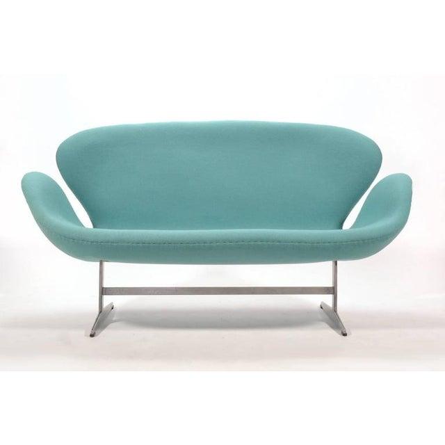 Fritz Hansen Arne Jacobsen Swan Sofa by Fritz Hansen For Sale - Image 4 of 10