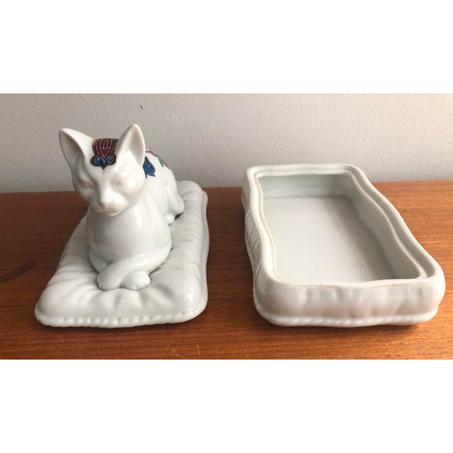 White Vintage Porcelain Cat Jewelry Box Trinket Catch All For Sale - Image 8 of 10