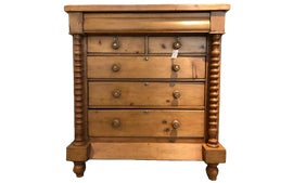 Image of English Traditional Standard Dressers