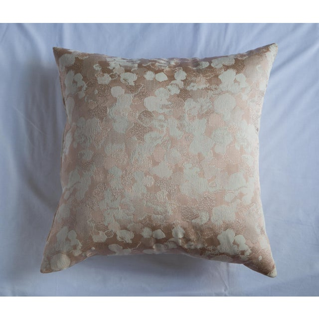 This is a stunning iridescent rose gold pillow. It shimmers and shines in every light. This pillow comes complete with a...