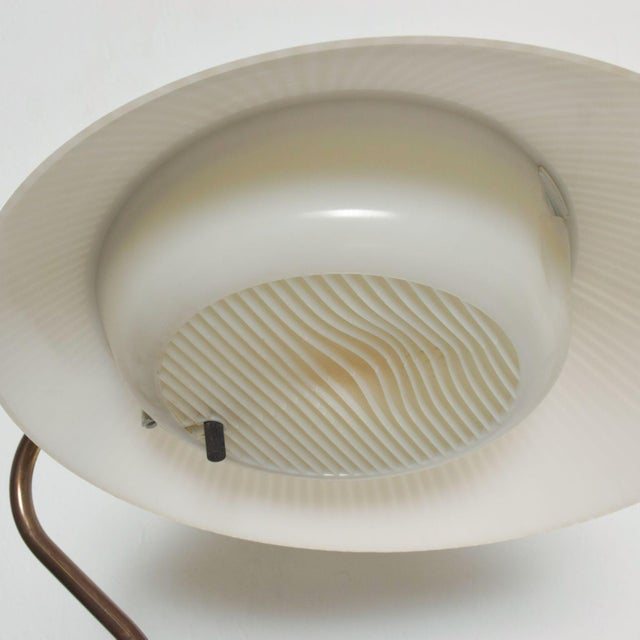 White Modern Mid-Century Clamshell Table Desk Lamp by Gerald Thurston for Lightolier 1950s For Sale - Image 8 of 9