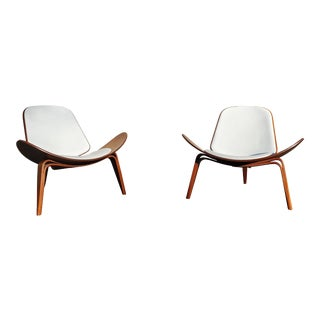 Pair Danish Modern Ch7 Lounge Chairs by Hans Wegner for Carl Hansen and Son For Sale