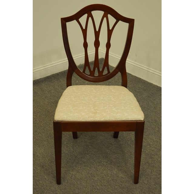 Traditional 1960's Antique Vintage Solid Cherry Duncan Phyfe Sheild Back Side Chair For Sale - Image 3 of 10