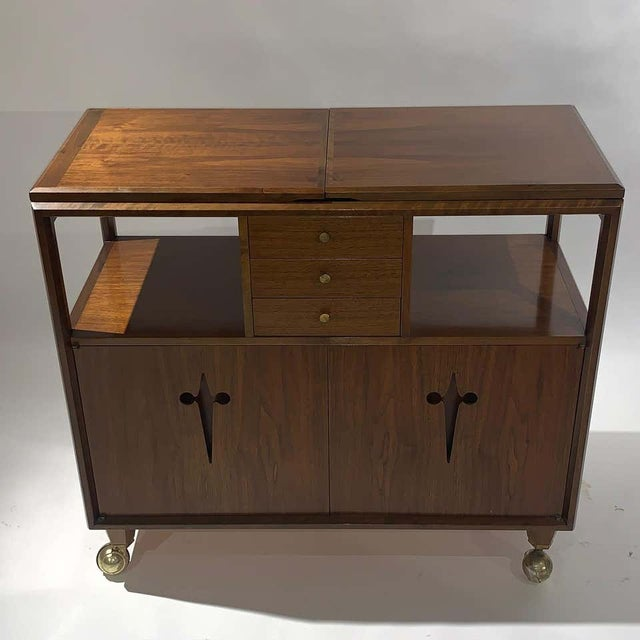 Rolling Convertible Walnut Edmond J. Spence Flip Top Bar or Serving Cart Buffet For Sale In New York - Image 6 of 13