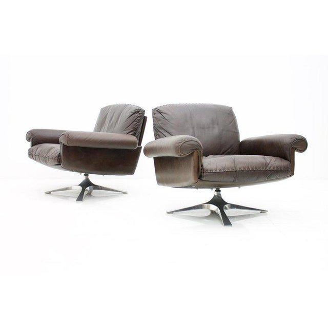 Mid-Century Modern Pair of Swivel Leather Lounge Chairs Ds 31 by De Sede, 1970s For Sale - Image 3 of 9