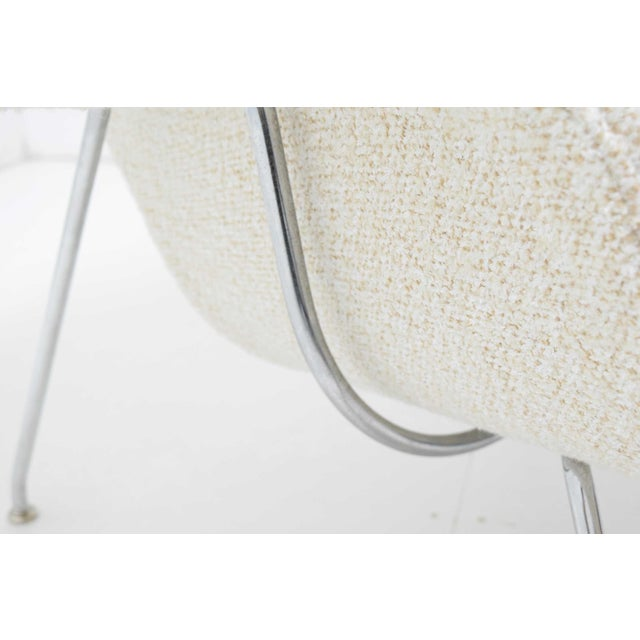 White Eero Saarinen for Knoll Womb Chair and Ottoman For Sale - Image 8 of 9