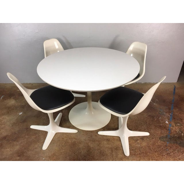 Four Classic tulip style propeller base molded fiberglass dining chairs and tulip base table made by Burke of Texas. Newly...