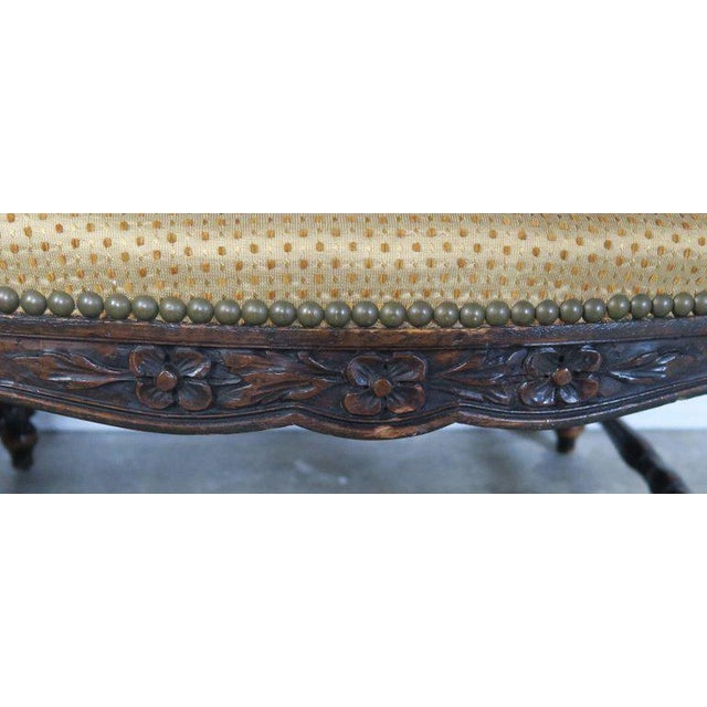 French Louis XV Style Walnut Benches With Loose Cushions Circa 1900s, Pair For Sale - Image 4 of 9