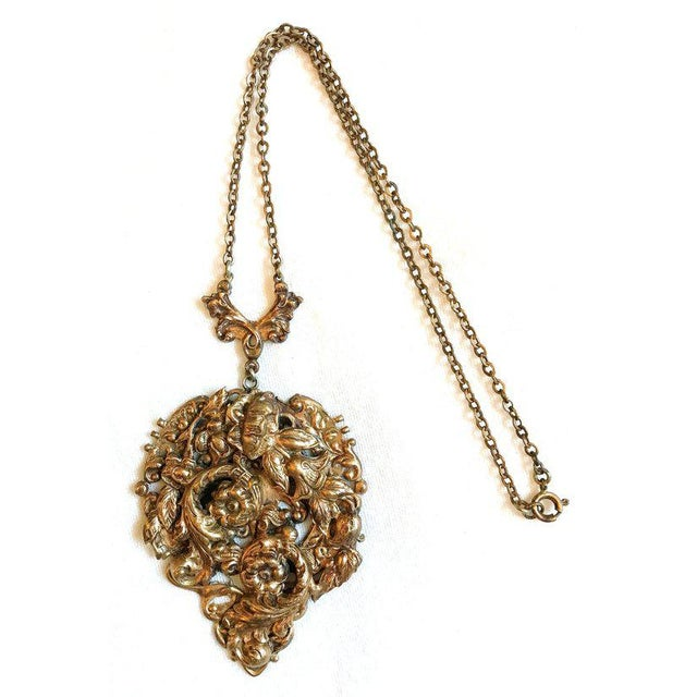 Traditional 1930s Raised Floral Motif Pendant Necklace For Sale - Image 3 of 5